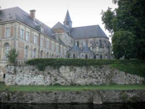 L'abbaye de Saint-Michel en Thiérache Gite des frontières